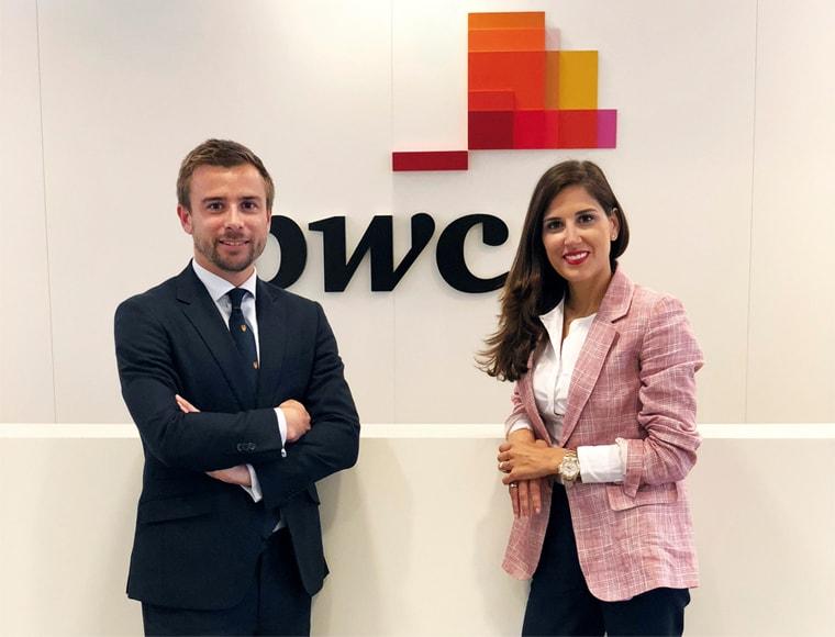 Juan Alcibar y Silvia Lacarra en las oficinas de Bilbao.